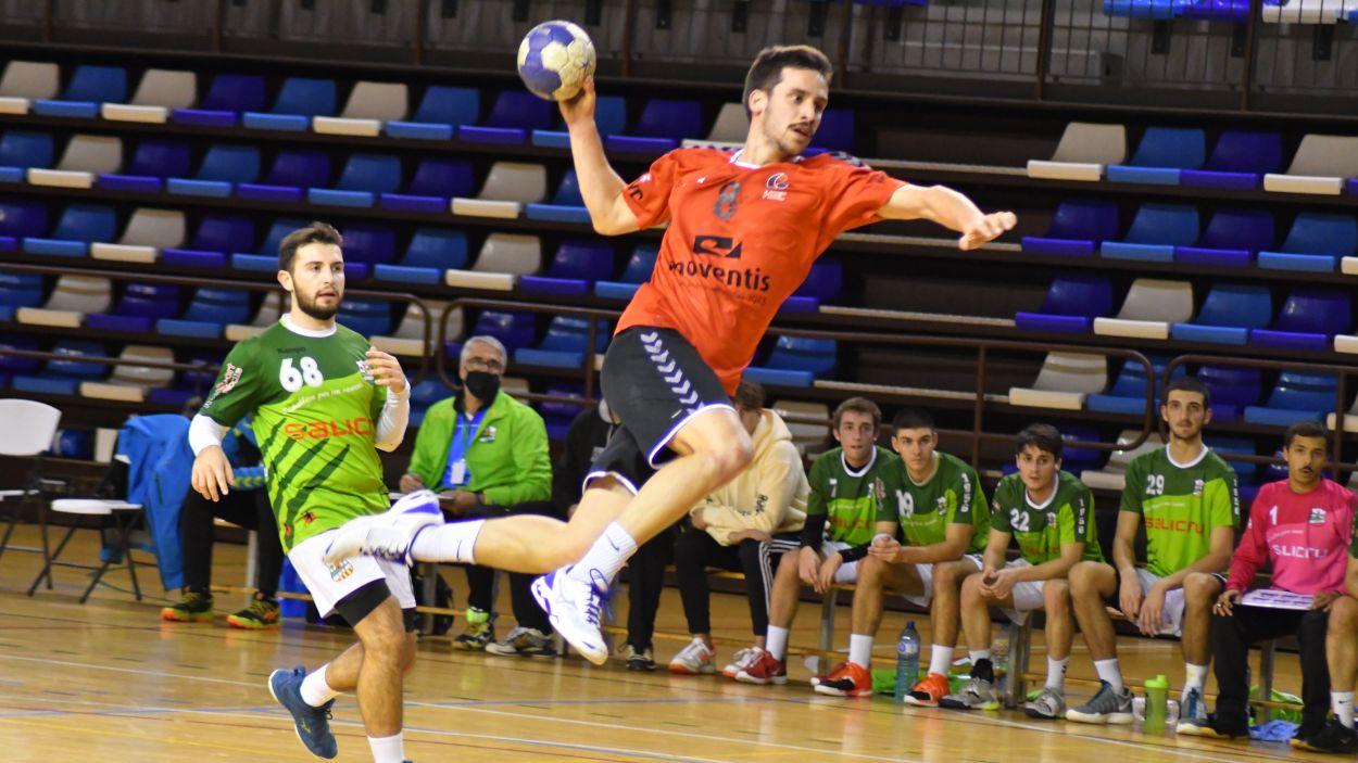 Sisena victòria consecutiva de l'Handbol Sant Cugat / Font: Anna Maymús