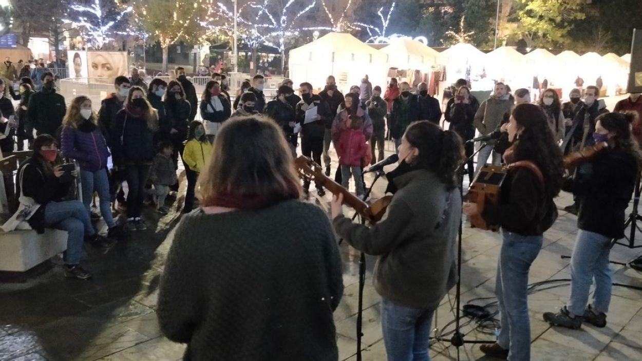 La protesta ha tingut lloc al bell mig de Sant Cugat i s'ha acompanyat d'actuacions musicals / Foto: Cugat Mèdia