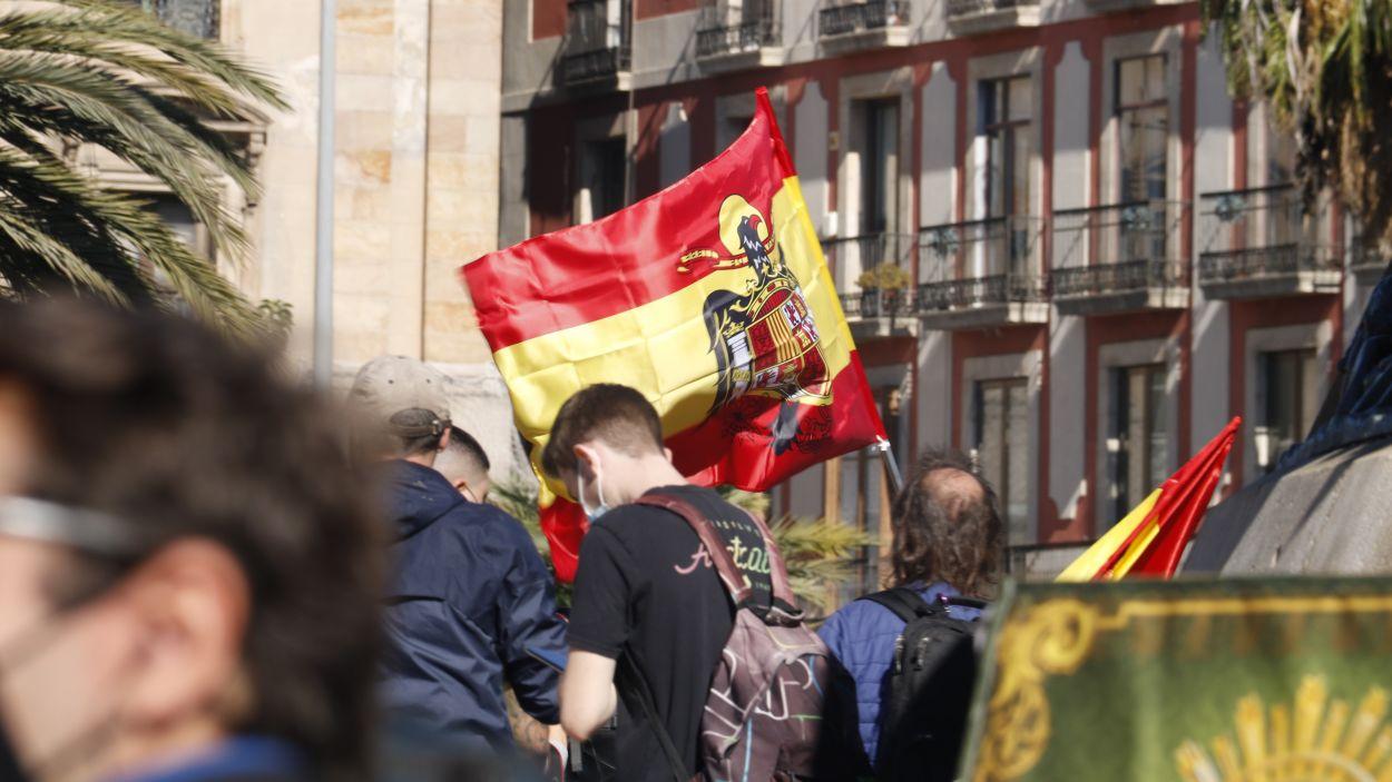 Imatge d'arxiu d'una bandera franquista durant una manifestació del 12 d'octubre / Foto: ACN