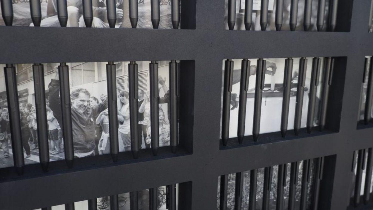 Imatge de la instal·lació de l'exposició d'Òmnium Cultural