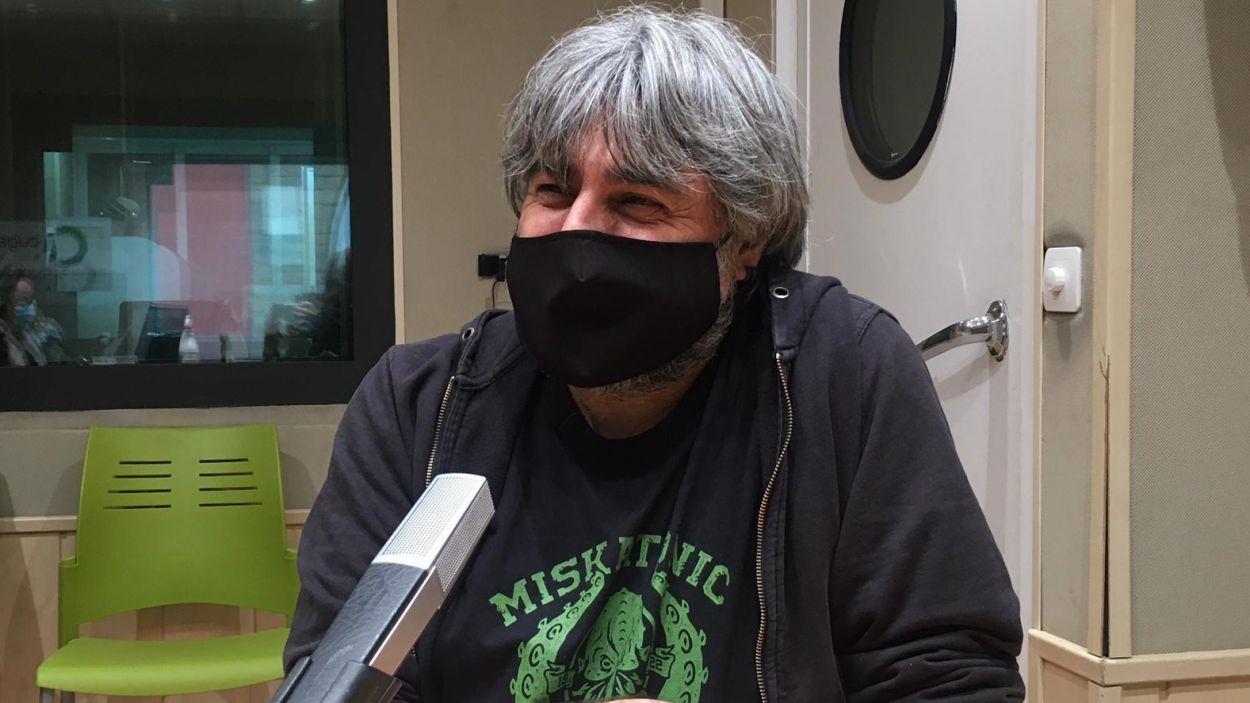 Andreu Sierro a l'estudi de Ràdio Sant Cugat