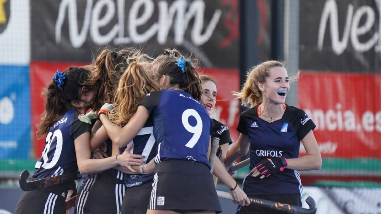 Les jugadores del Junior celebren l'accés a semifinals / Font: RFEH