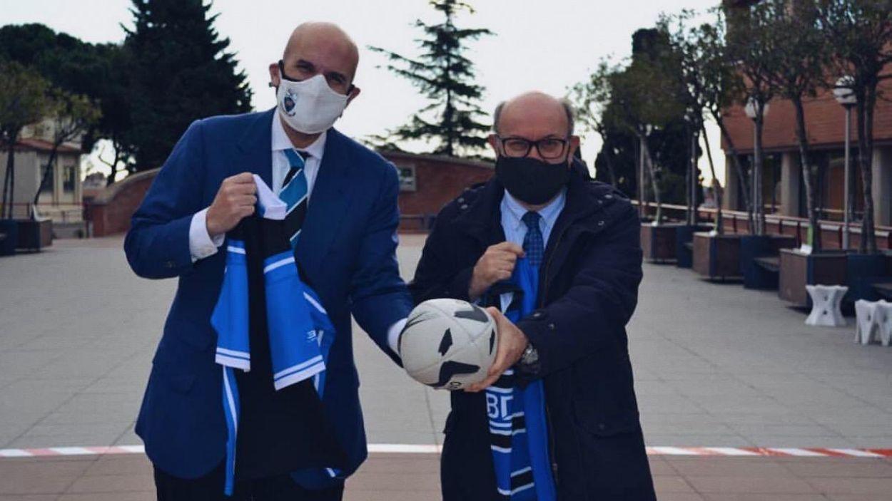 D'esquerra a dreta, el rector de la UIC, Xavier Gil, i el president del Rugby. Emilio Gutiérrez / Font: UIC