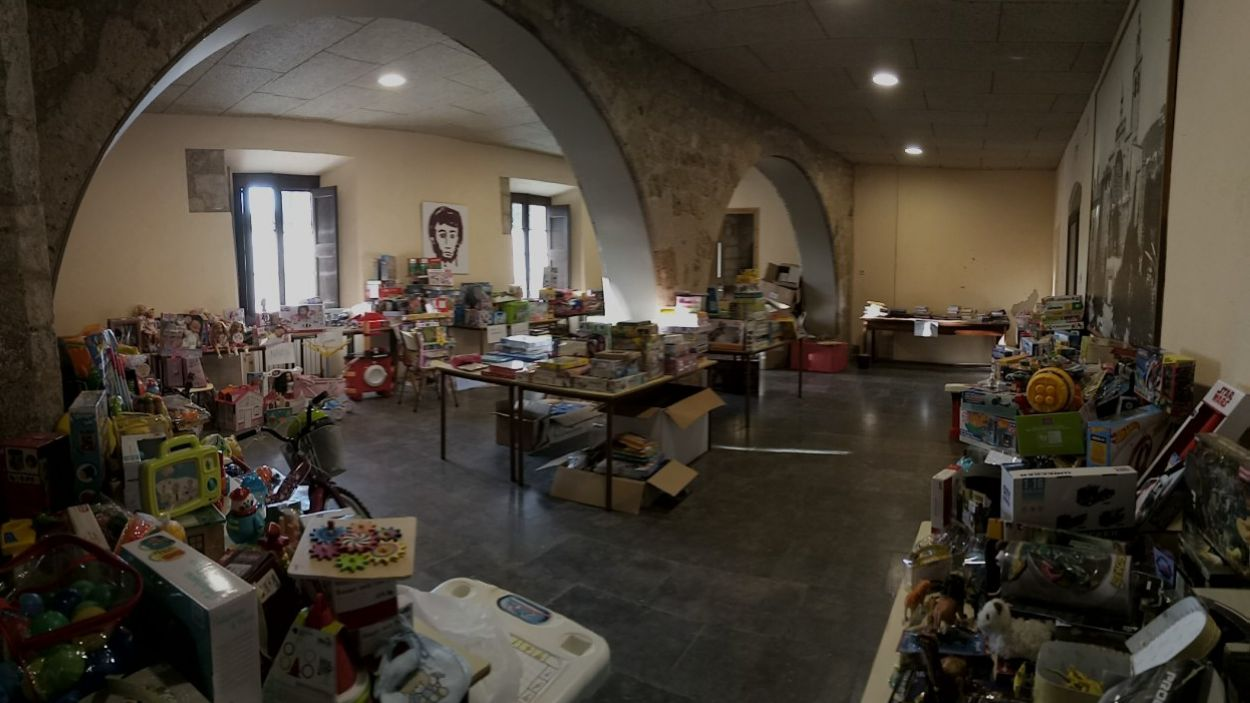 Recollida de la campanya 'Un nen, una joguina' de la darrera edició / Font: Cugat Mèdia