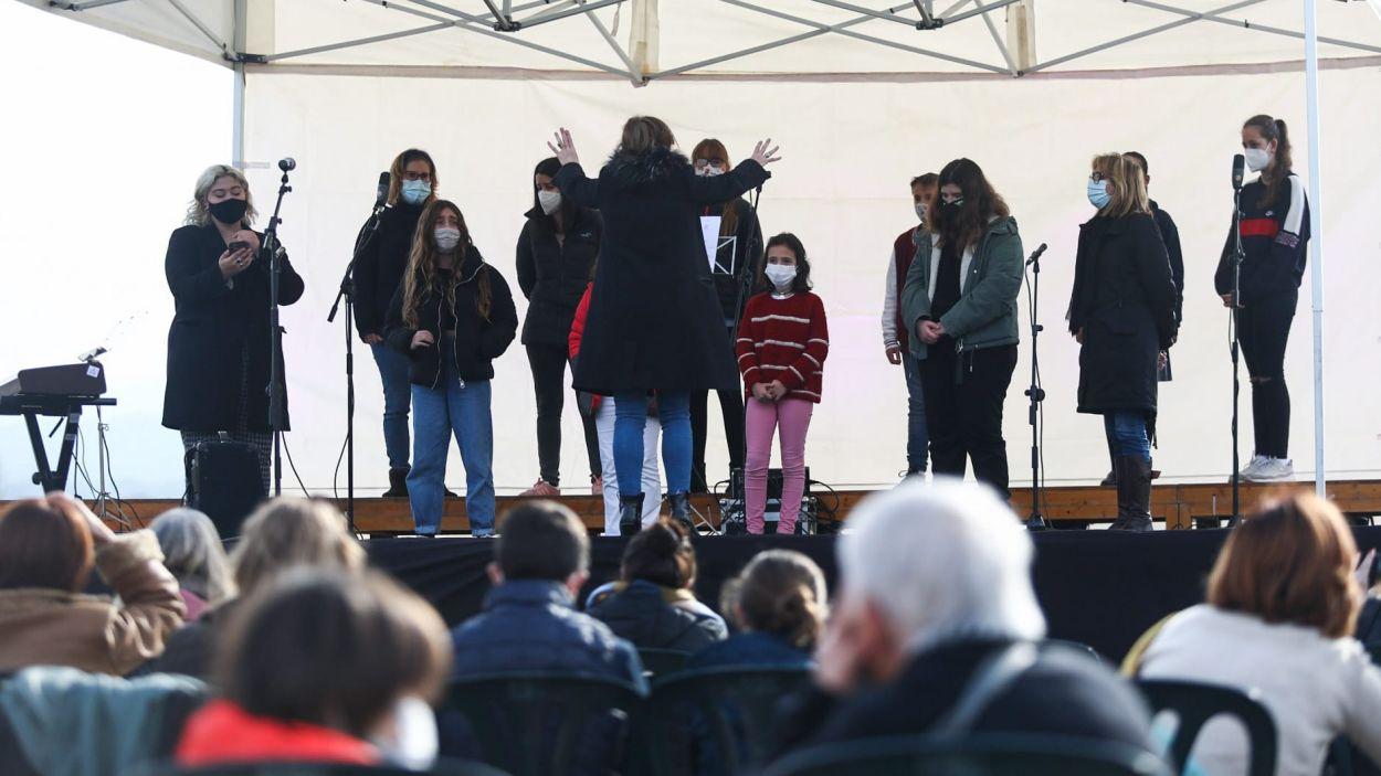 Coral cantant nadales durant l'acte d'aquest dimecres 23 de desembre a Sant Cugat/Foto: Lali Puig