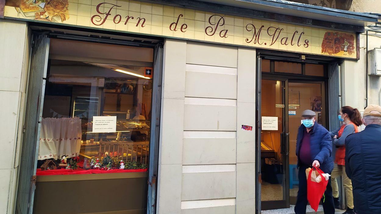 Avui és l'últim dia que es pot comprar el pa al forn centenari del carrer Major / Foto: Cugat Mèdia