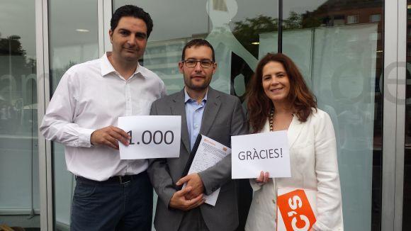 C's presenta un miler de signatures a favor de retirar l'estelada de Lluís Millet