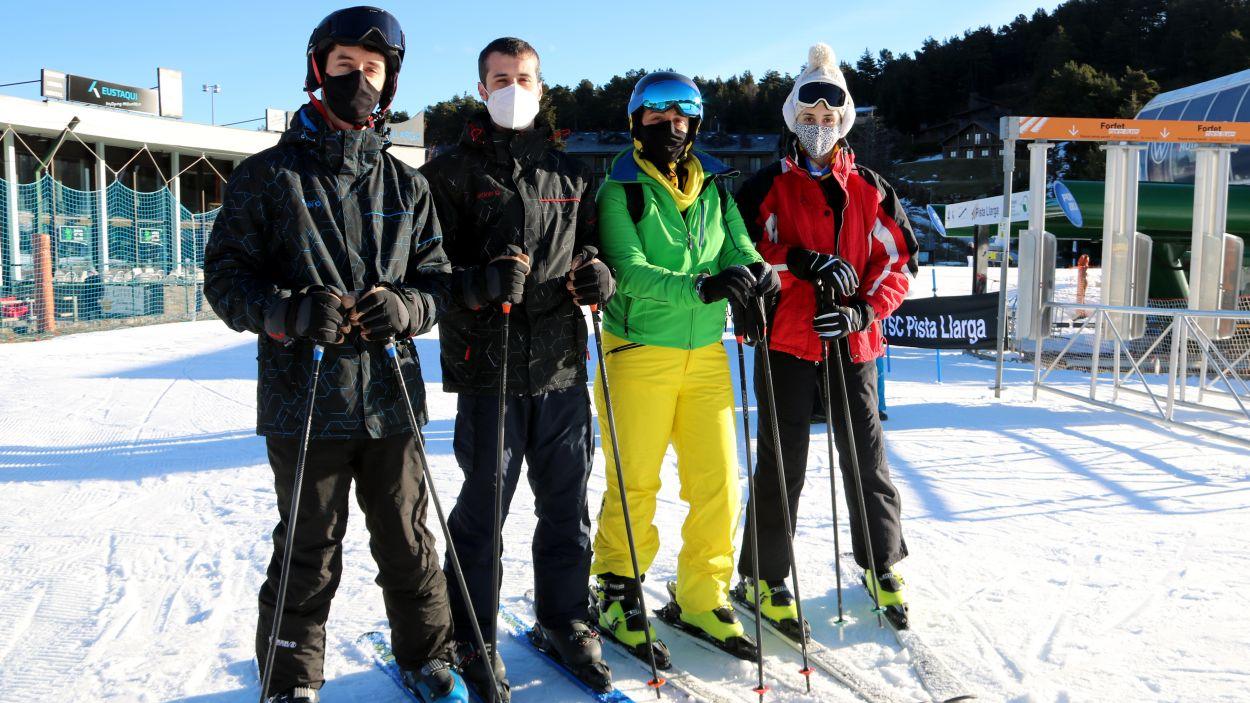 Esquiadors de Sant Cugat a la Pista Llarga de la Molina / Foto: ACN