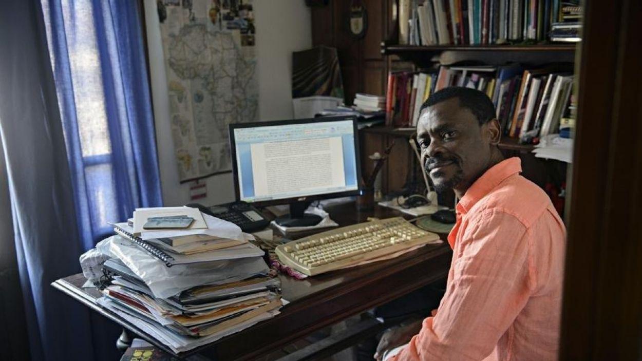 """Juan Tomás Ávila Laurel (escriptor nascut a Guinea-Equatorial): """"No hi havia llibres a l'institut on vaig estudiar"""""""