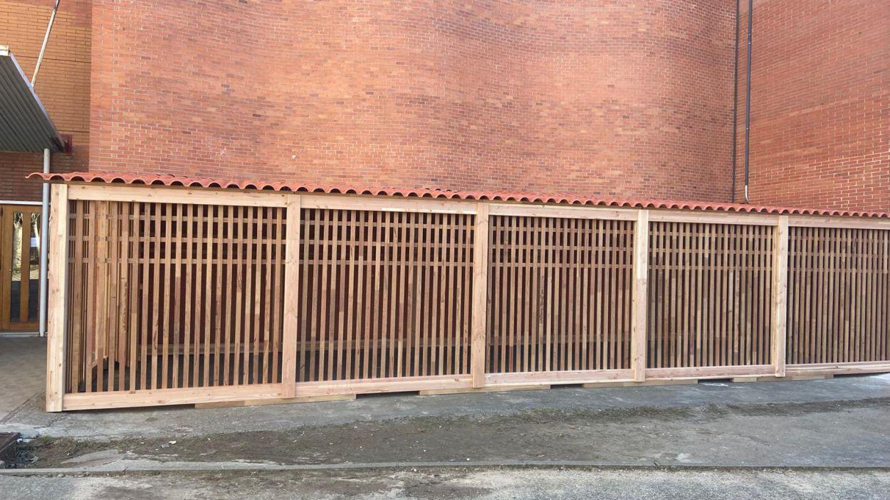 Aquest és el nou aparcament de bicicletes de l'Arnau Cadell / Foto: EMD Valldoreix