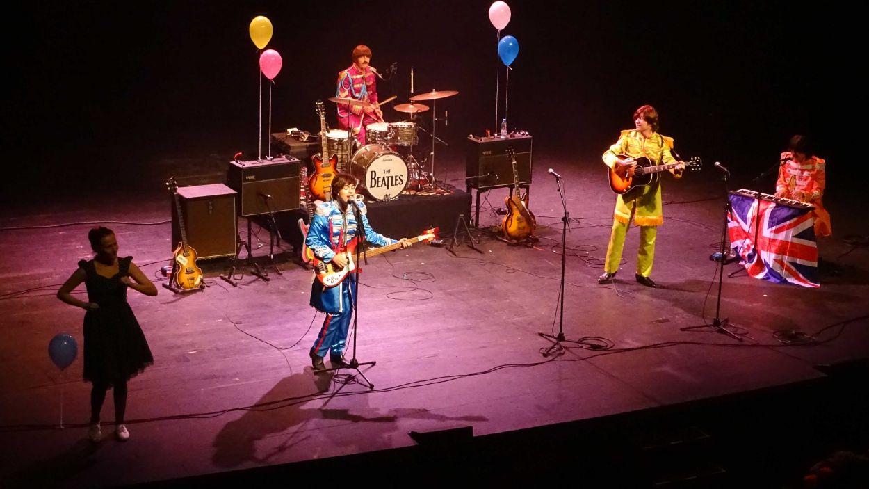 La música dels Beatles fa ballar i cantar a petits i a grans / Foto: Àngel Oliveras