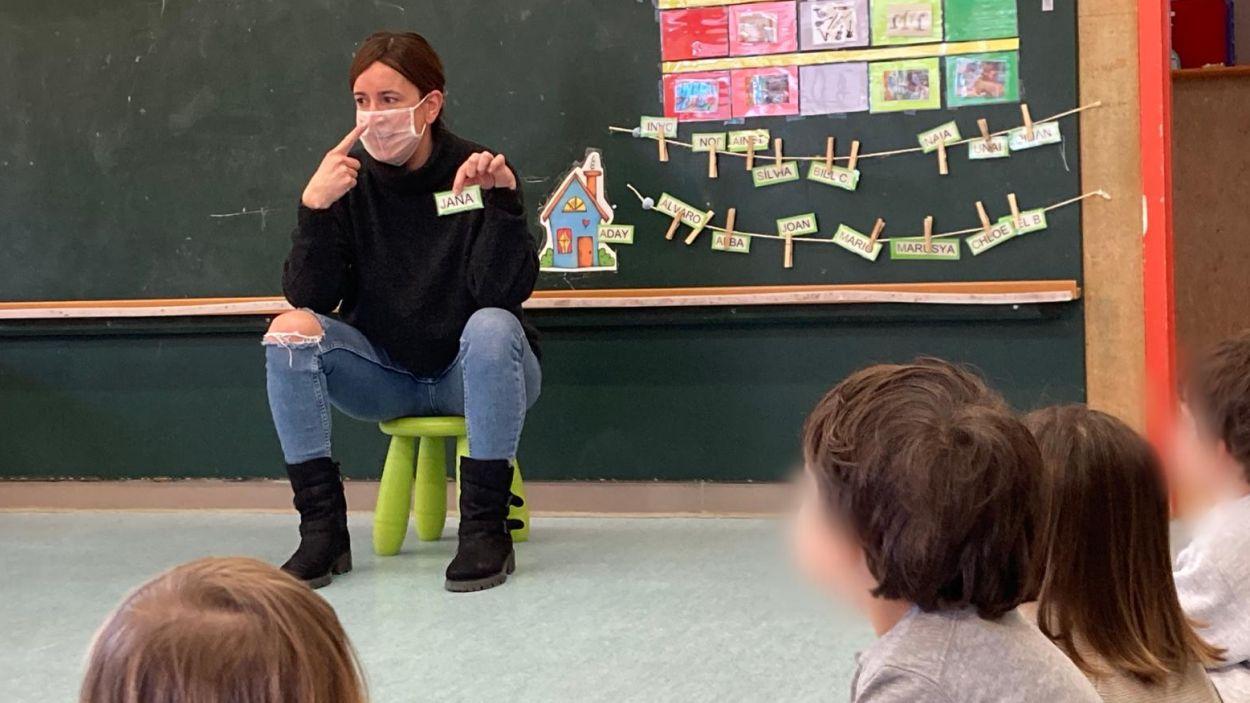 L'Ajuntament ha repartit 236 mascaretes transparents als centres educatius / Foto: Lali Puig