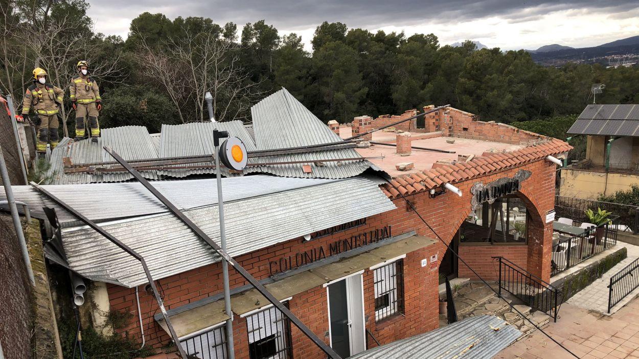 La ventada arrenca la teulada del restaurant la Rampa de Valldoreix
