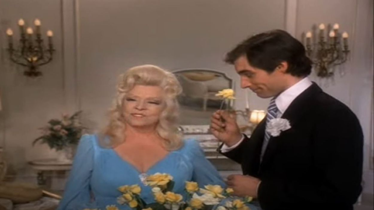 Fotograma de Timothy Dalton i Mae West / Foto: Youtube