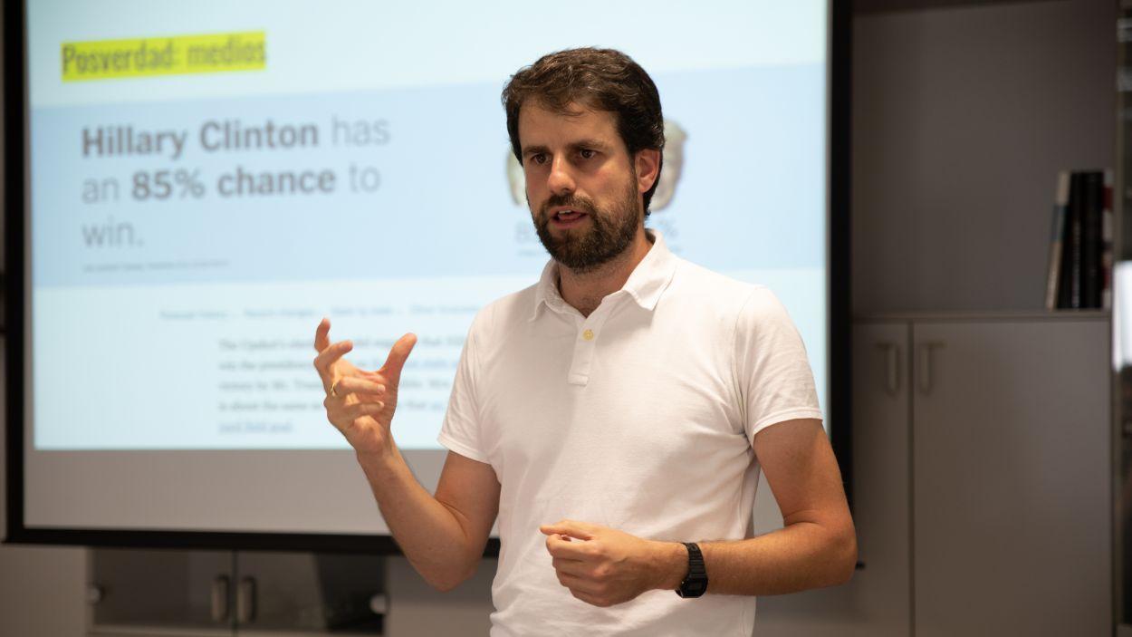El santcugatenc Miquel Urmeneta està finalitzant el seu doctorat sobre l'era de la desinformació / Foto: Cedida