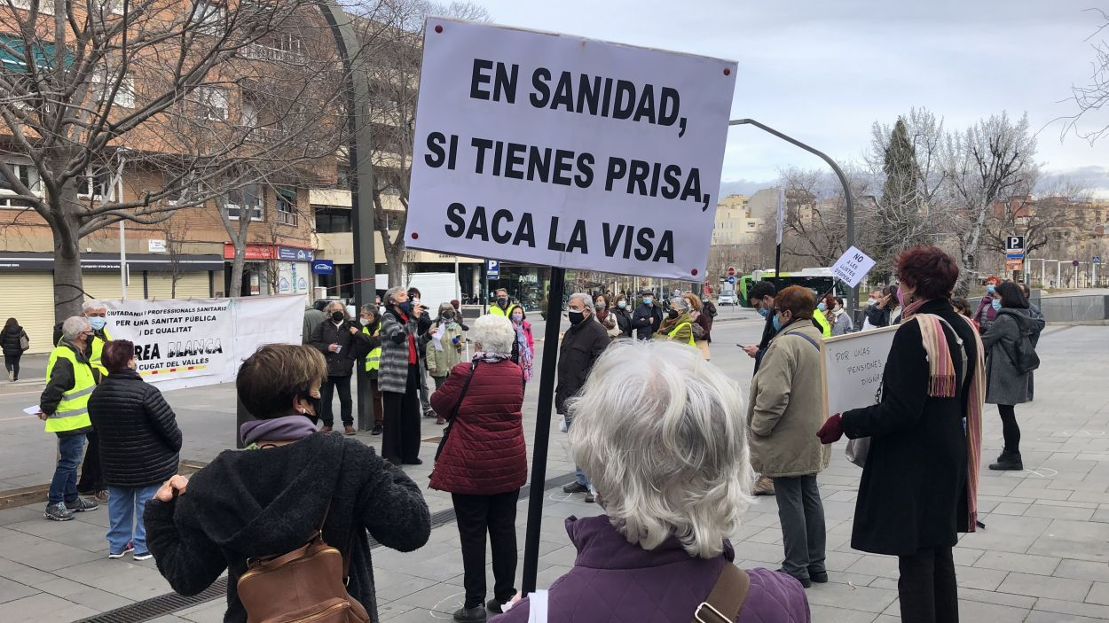 L'organització Marea Blanca en una concentració de defensa de la santitat pública a Sant Cugat / Foto: Cugat Mèdia