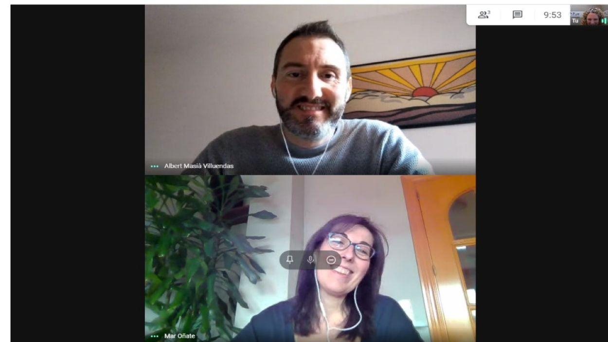 Maria del Mar Oñate i Albert Masià del Consorci per a la Normalització Lingüística durant el programa Anell al Dit/Foto: Cugat Mèdia