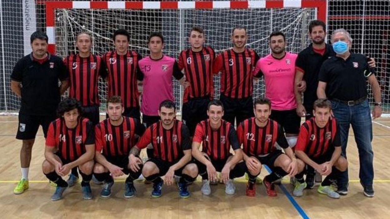 Fotografia de la primera plantilla del Futbol Sala Sant Cugat / Font: Cedida