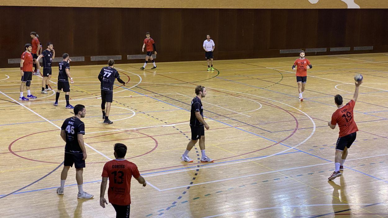 L'Handbol Sant Cugat continua en bona dinàmica i guanya el Poblenou / Font: Cugat Mèdia