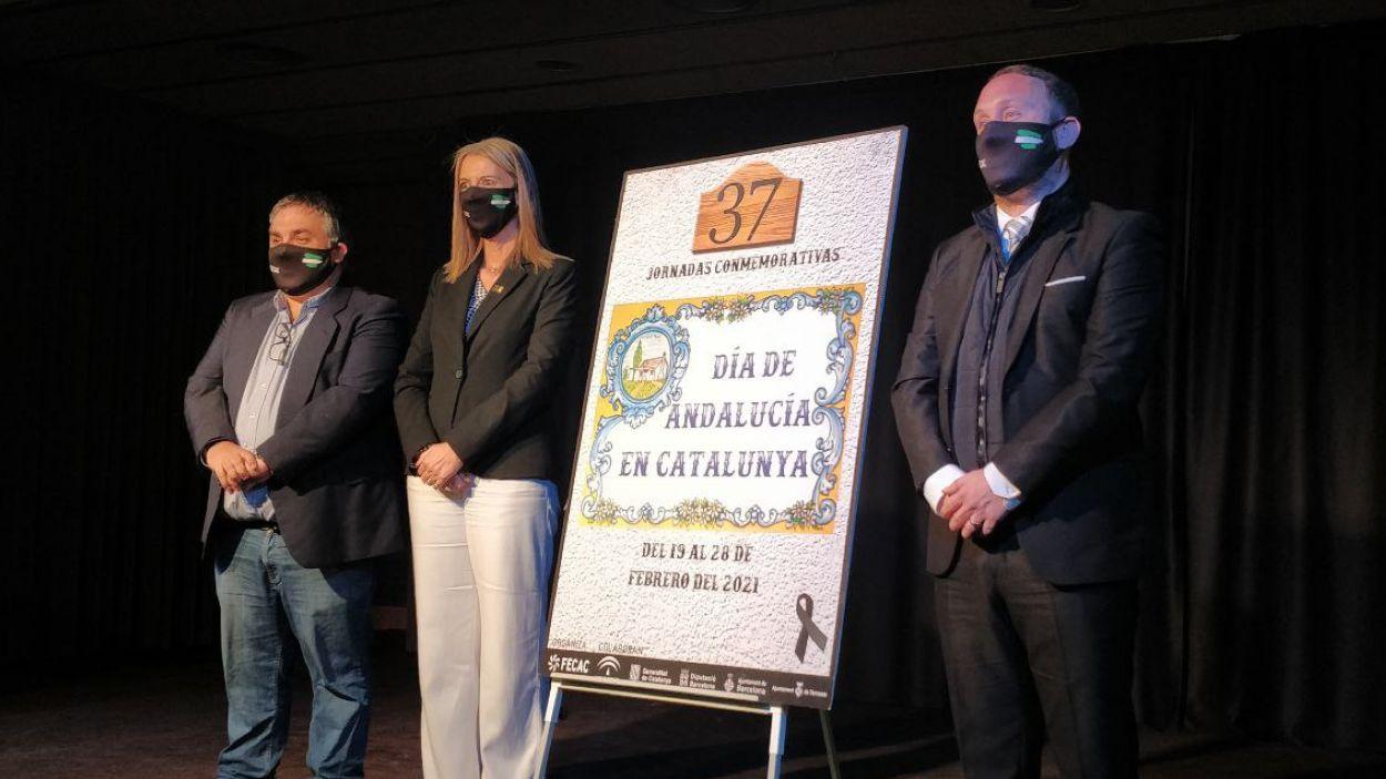Miquel Jiménez, Mireia Ingla i Daniel Salinero amb el cartell de les jornades / Foto: Cugat Mèdia