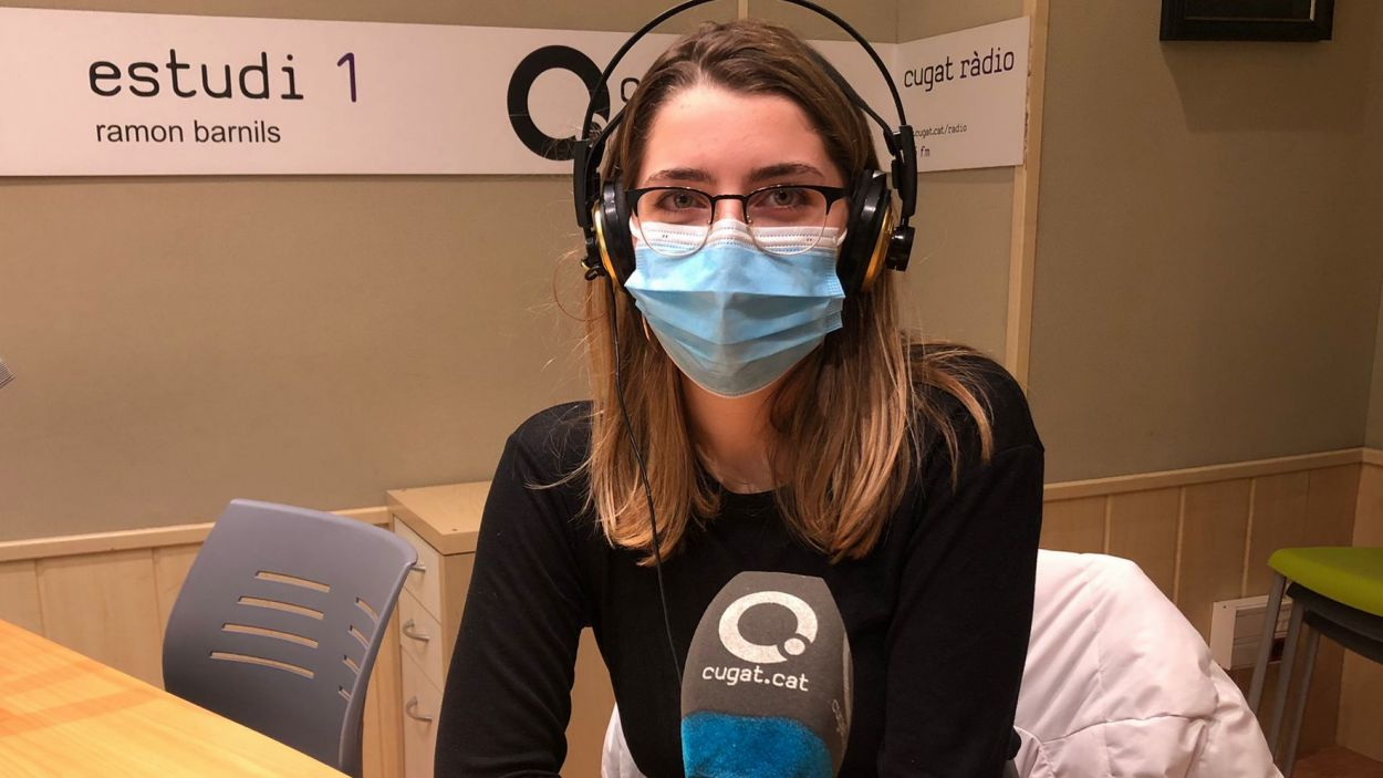 Laura Cabrera, a l'estudi de Ràdio Sant Cugat / Foto: Cugat Mèdia