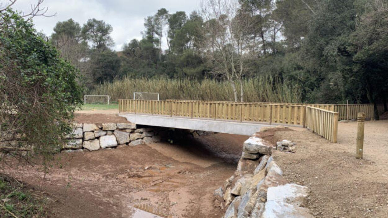 Enllestit el pont del camp de futbol de Valldoreix