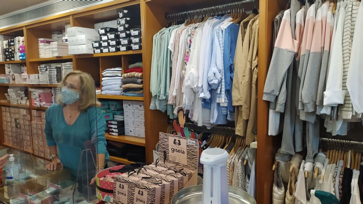 La botiga Anna porta 65 anys oberta al bell mig de Sant Cugat / Foto: Cugat Mèdia