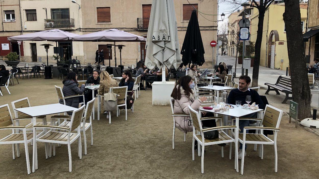Els bars i restaurants podran obrir de dos quarts de vuit del matí a cinc de la tarda ininterrompudament / Foto: Cugat Mèdia