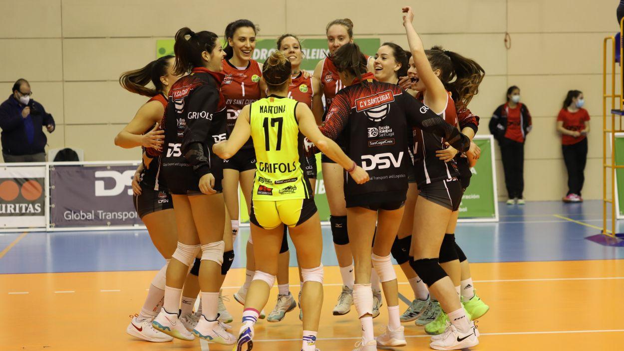 Alegria final de les jugadores del DSV- Volei Sant Cugat / Foto: Mireia Norberto