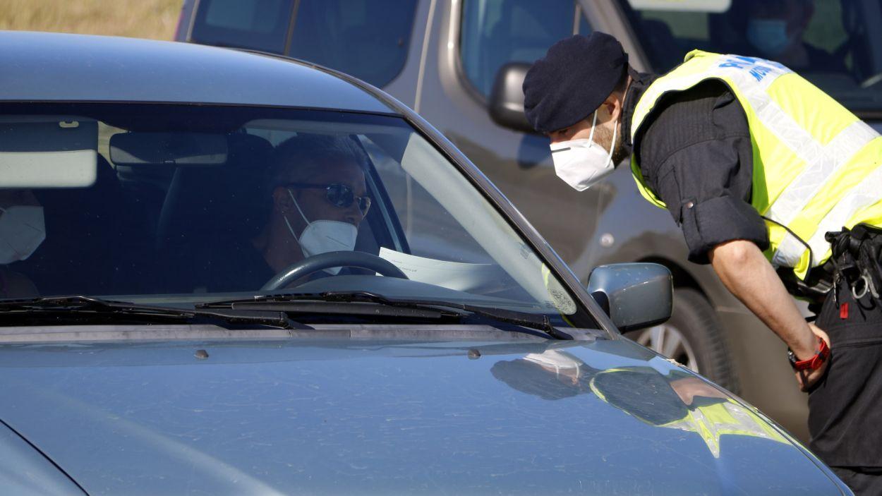 Del total, 21 sancions són per saltar-se les restriccions de mobilitat / Foto: ACN