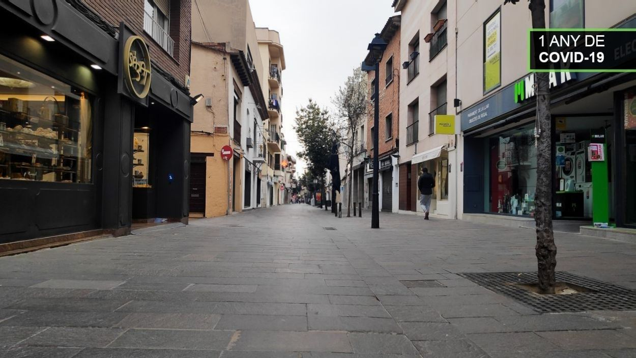 El carrer Santiago Rusiñol buit / Foto: Cugat Mèdia