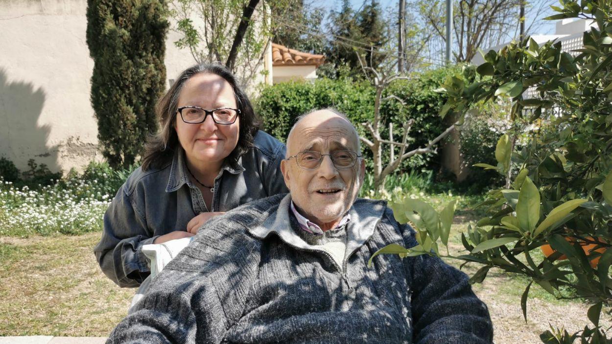 Arcadi Oliveres i Carme Reverte a casa l'activista / Foto: Cugat Mèdia