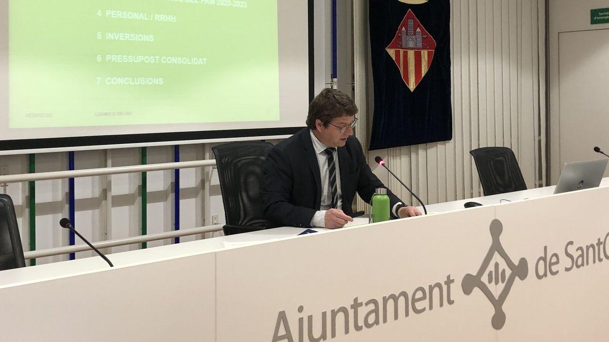 El primer tinent d'alcaldia, Pere Soler, presentant els comptes en roda de premsa / Foto: Cugat Mèdia