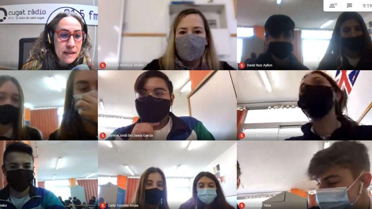 Vídeotrucada amb els estudiants del Col·legi Pureza de María per realitzar el programa / Foto: Cugat Mèdia