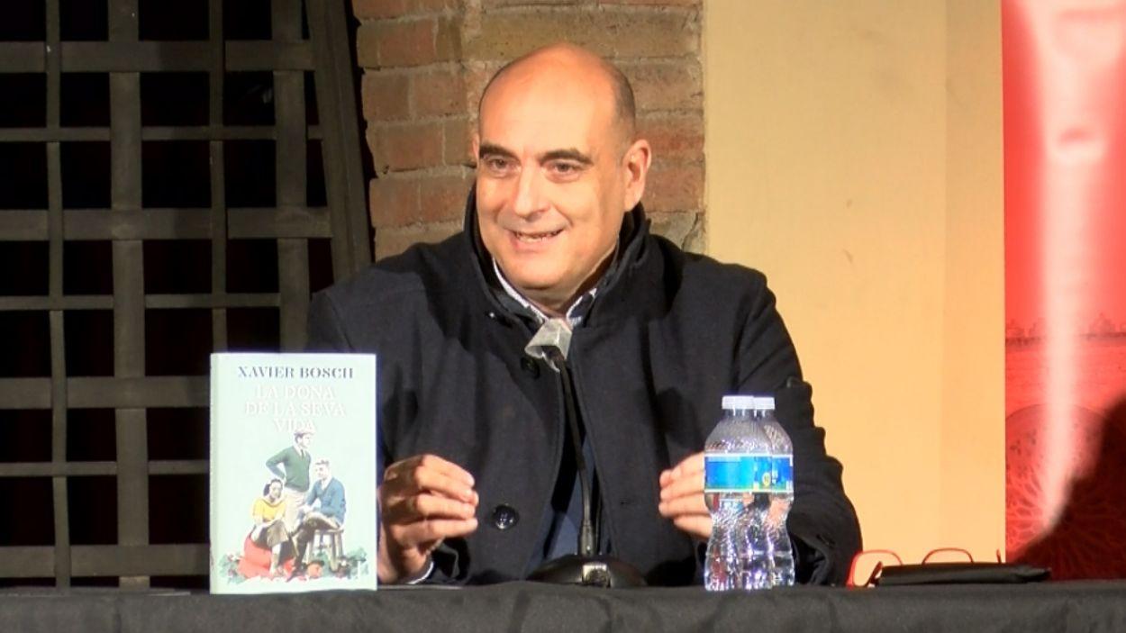 Xavier Bosch durant la presentació de la seva última novel·la / Foto: Cugat Mèdia