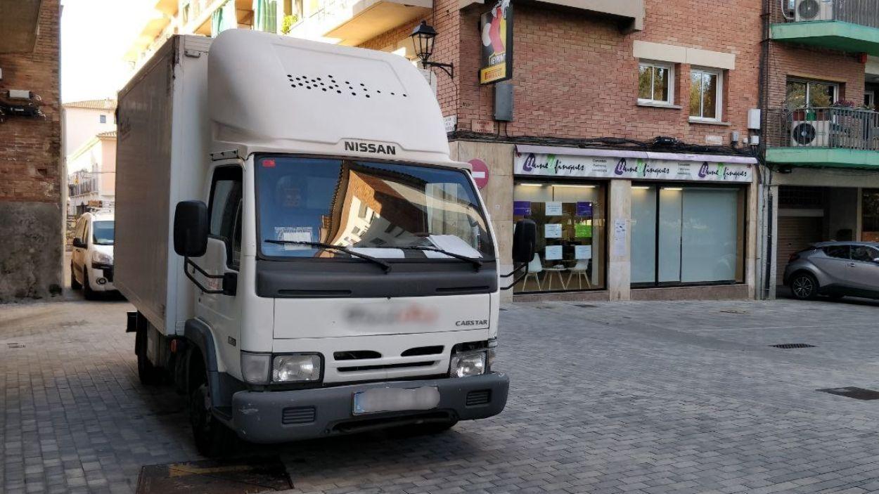 Imatge d'un camió al centre de Sant Cugat / Foto: Cugat Mèdia