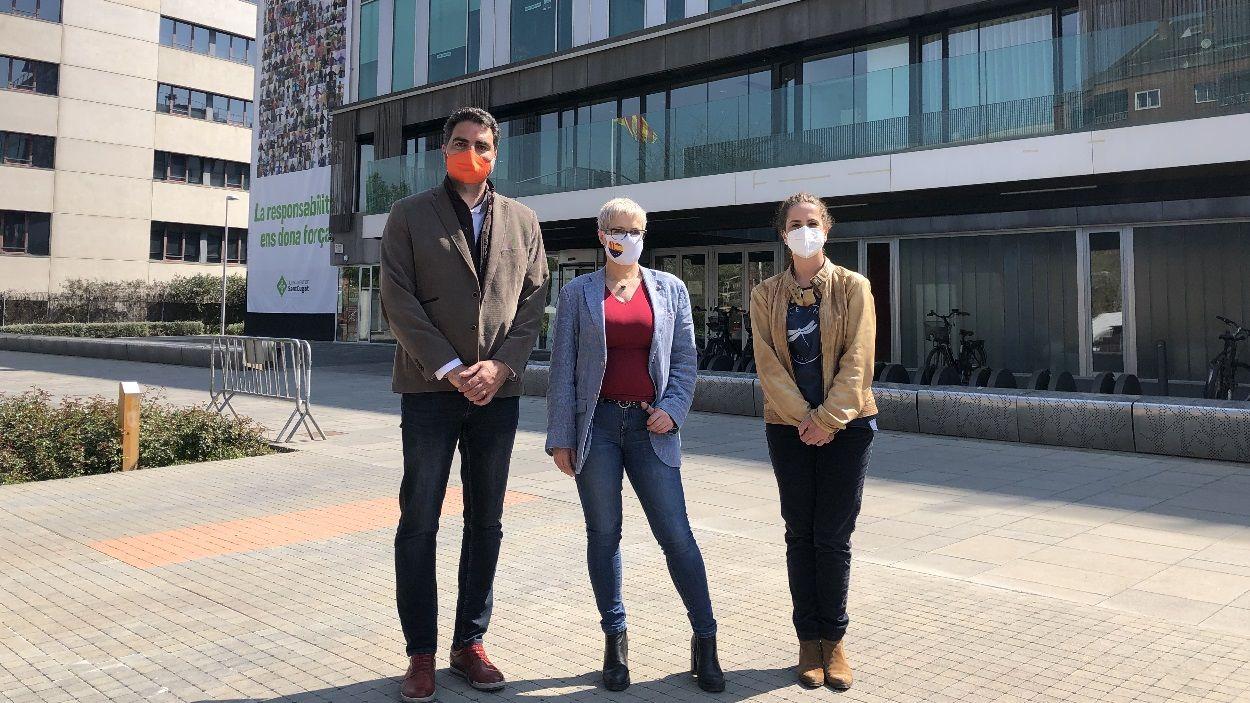 La diputada de Cs, Anna Grau, al centre, amb els regidors Aldo Ciprian i Munia Fernández-Jordán / Foto: Cugat Mèdia