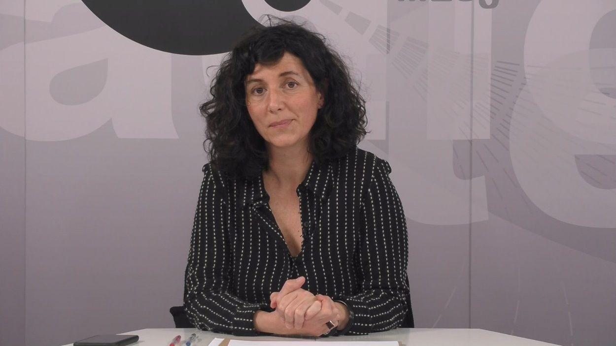 La periodista Arantza Díez al plató / Foto: Cugat Mèdia
