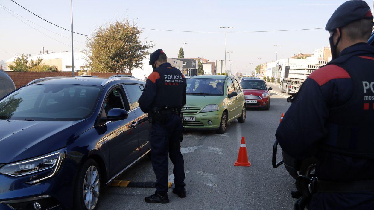 Un control dels Mossos d'Esquadra per fer complir les restriccions anti-Covid / Foto: ACN