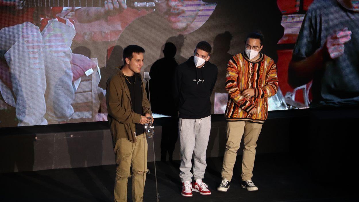 Stay Homas rebent un premi a la gala dels Premis Enderrock 2021 / Foto: ACN