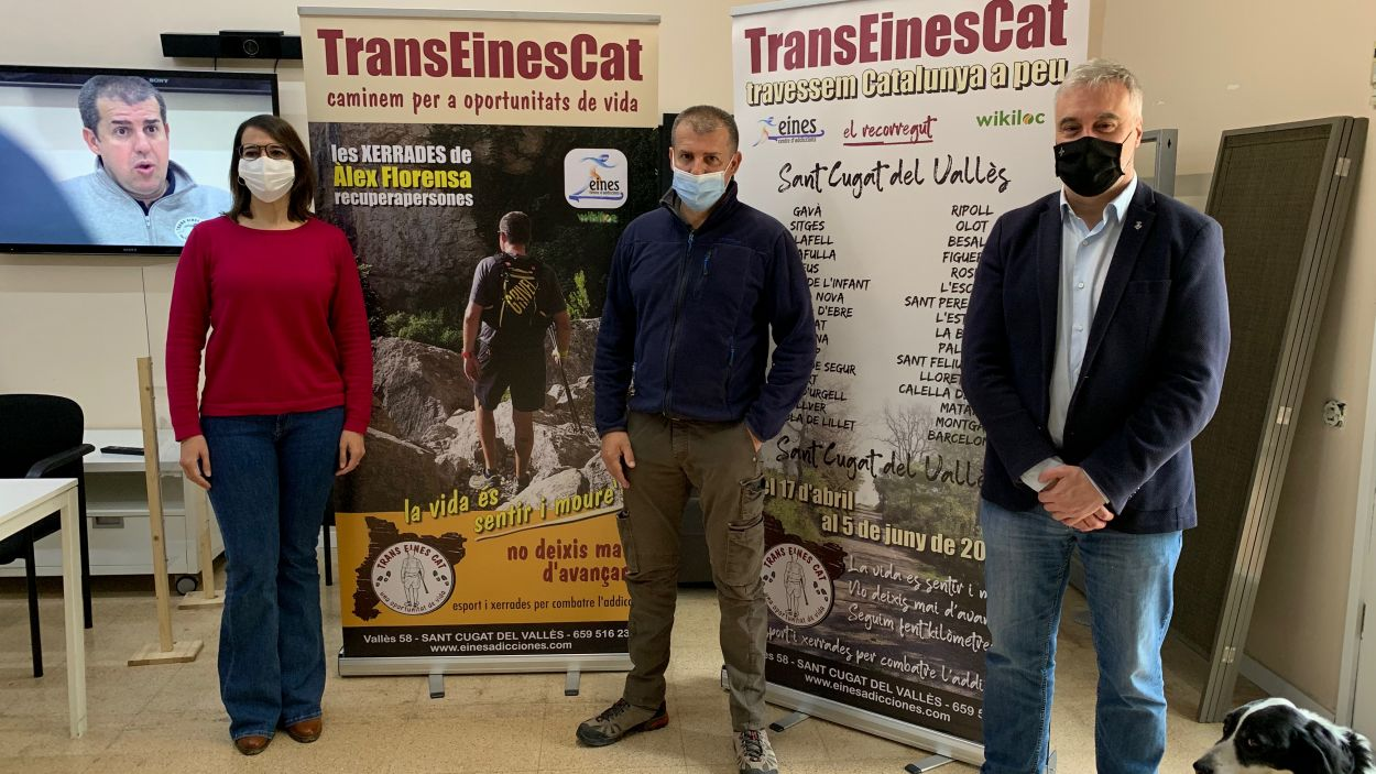 Àlex Florensa, al mig, recorrerà Catalunya a peu / Foto: Cugat Mèdia