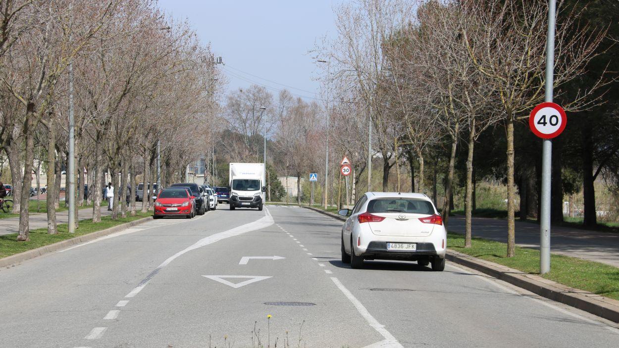 Vehicles circulant per una de les vies que entrarà a formar part de la ZBE de Sant Cugat / Foto: ACN (Albert Segura Llorio)