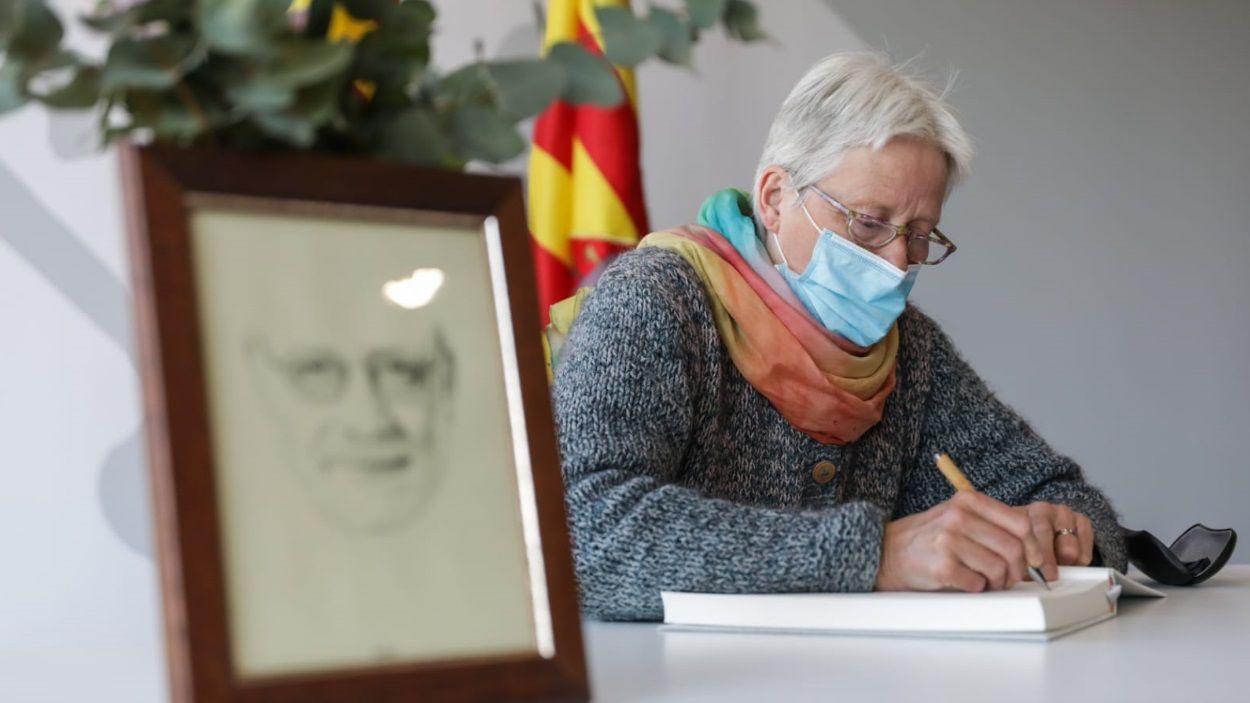 La dona d'Arcadi Oliveres, Janine Künzi, ha estat la primera en escriure / Foto: Lali Puig (Ajuntament de Sant Cugat)