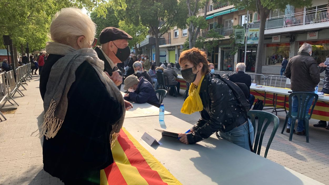 Més d'una seixantena d'autors locals han participat a la Taula d'Escriptors / Foto: Cugat Mèdia