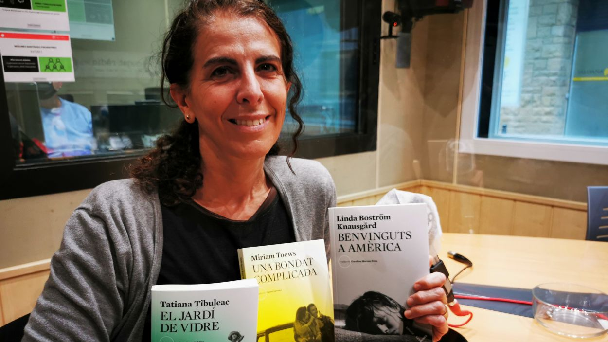 Maria Sempere a l'estudi de Ràdio Sant Cugat / Foto: Cugat Mèdia