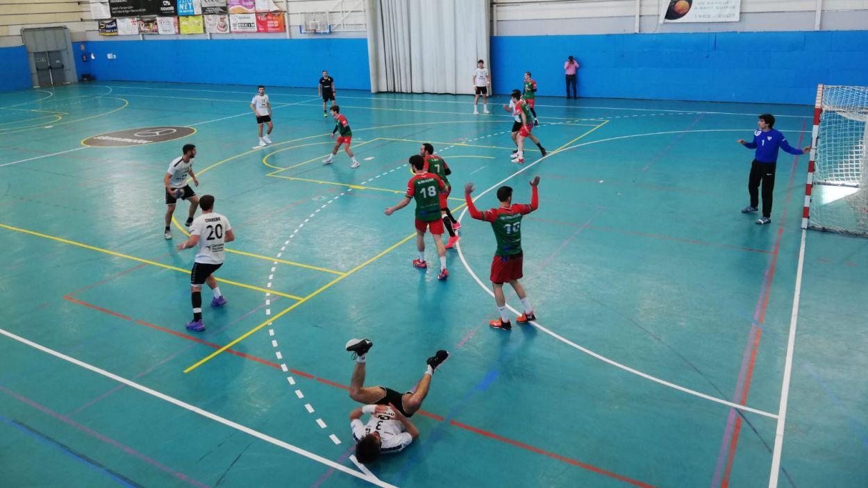 Imatge de l'enfrontament entre l'Handbol Sant Cugat i el Sant Quirze / Font: Cugat Mèdia