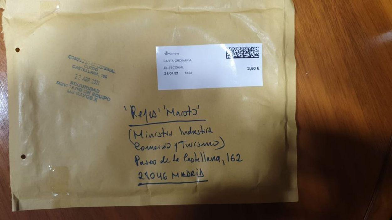 Imatge del sobre que ha rebut la ministra Reyes Maroto / Foto: ACN