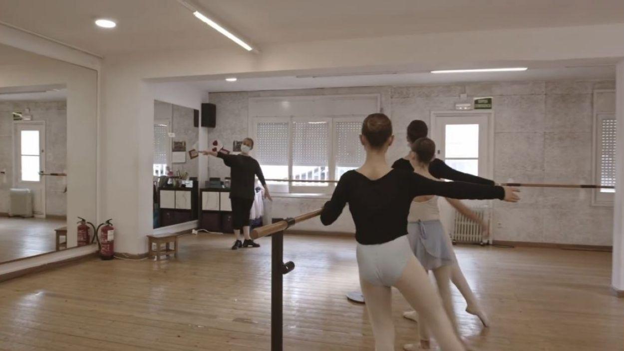 Captura del vídeo amb què les escoles de dansa de Sant Cugat celebren el seu dia