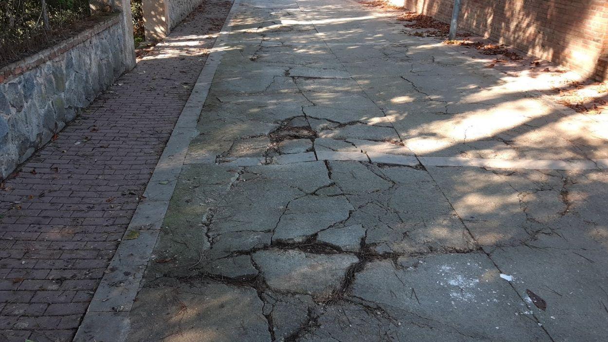 Tallat el trànsit el passeig de la Ratapinyada de Valldoreix durant tota la setmana per obres
