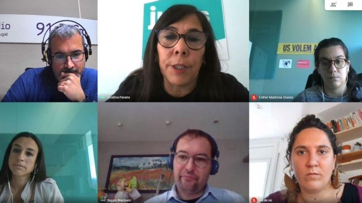 Albert Solé, Cristina Paraire (Junts), Esther Madrona (ERC), Elena Vila (PSC), Sergio Blázquez (Cs) i Núria Gibert (CUP), a la tertúlia del 5 de maig / Foto: Meet
